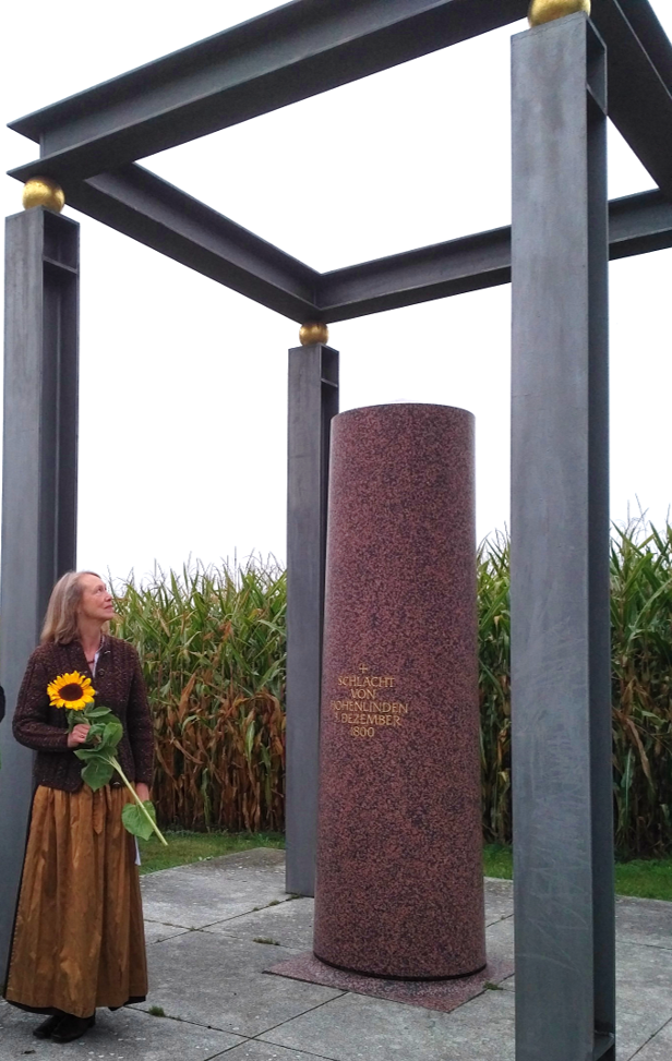 Weltfriedenstag: Bianka am Denkmal zur Schlacht von Hohenlinden